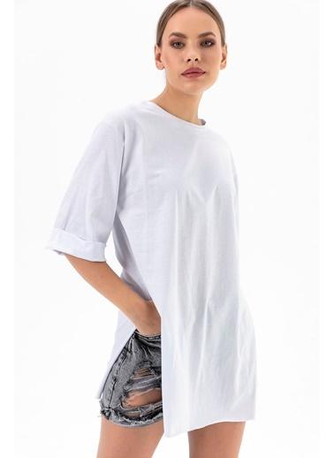 Emjey İki Yanı Yırtmaçlı Uzun T-Shirt Beyaz